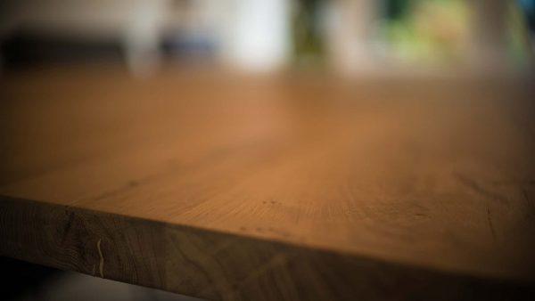 Cottageworld eikenhouten tafel closeup